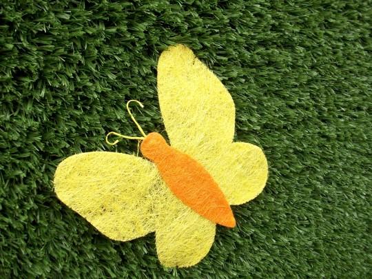 Kunstrasen mit Deko Schmetterling