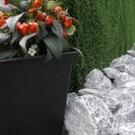 Kunstrasen - Hecke mit Stein