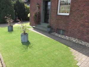 Kunstrasen Green Paradise im Vorgarten