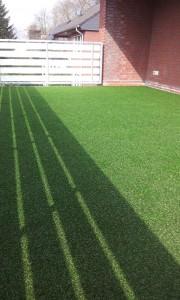 Kunstrasen Green Mellow II auf dem Balkon