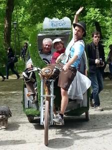 Kunstrasen Radl Taxi